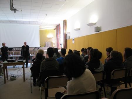 Gli studenti ascoltano Giorgio Colangeli
